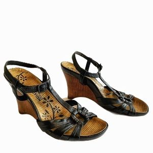 Kenneth Cole Reaction Black Leather Wedge Sandals
